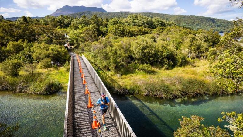07_run-bridge-river-male-runner-content-2-2021.jpg